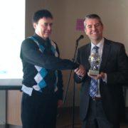 Gervais Simard (Président de l'Association des Prospecteurs du SLSJ qui remet le prix de Prospecteur de l'année à Frank